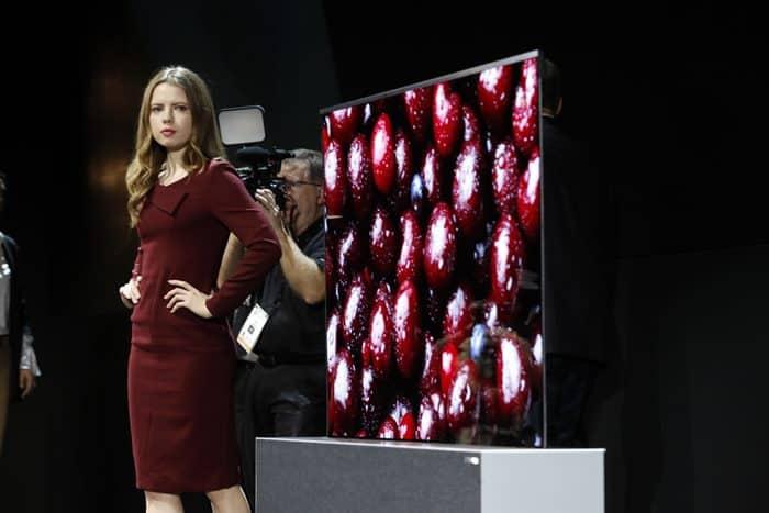 7일(현지시간) LG전자가 세계 최초로 롤러블 TV를 공개 했다 ⓒ 갓잇코리아