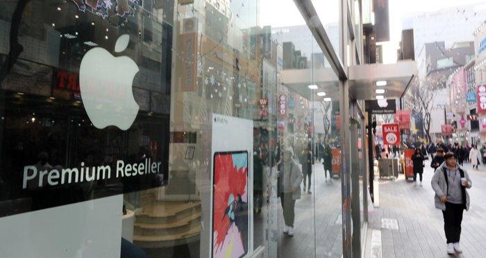 3일 뉴욕증시에서 애플의 주가가 전일보다 9.96% 급락한 142.19달러를 기록 ⓒ 갓잇코리아