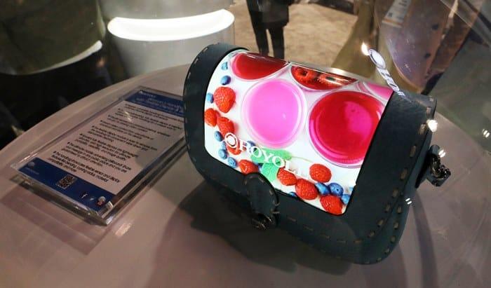 상상력이 현실로! 핸드백에 입혀진 디스플레이 ⓒ 갓잇코리아
