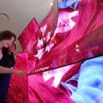LG디스플레이가 'CES 2019' 전시장에 마련한 65인치 커브드 UHD OLED 디스플레이 ⓒ 갓잇코리아