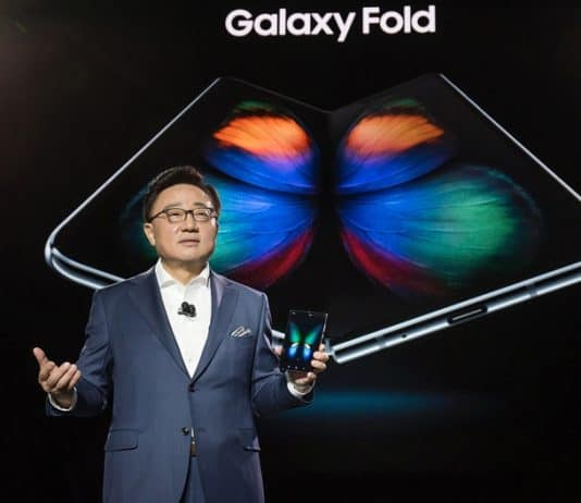 갤럭시S10 언팩 행사에서 폴더블 스마트폰 '갤럭시 폴드'를 공개 했다 ⓒ 갓잇코리아