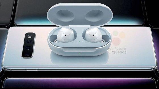 삼성전자의 무선 이어폰 '갤럭시 버드'를 갤럭시 S10에 올려 놓고 무선충전하고 있는 이미지 /사진제공=윈퓨처