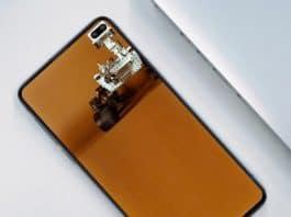 갤럭시S10플러스의 전면 카메라 '홀'을 재치있게 활용한 배경화면 이미지. (인터넷 커뮤니티 캡처) © 갓잇코리아