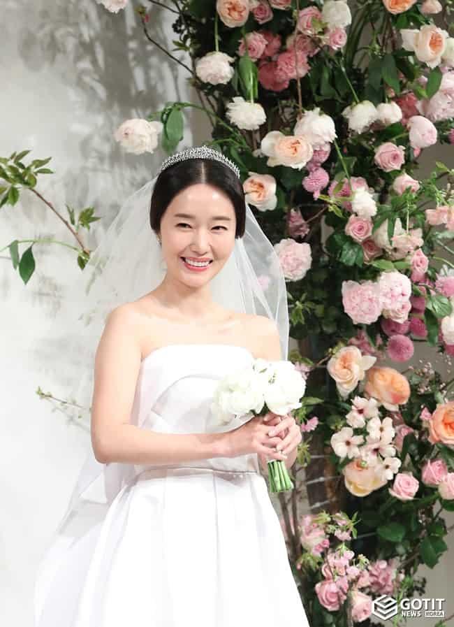 '결혼' 이정현, 숨길 수 없는 행복함 ⓒ 갓잇코리아