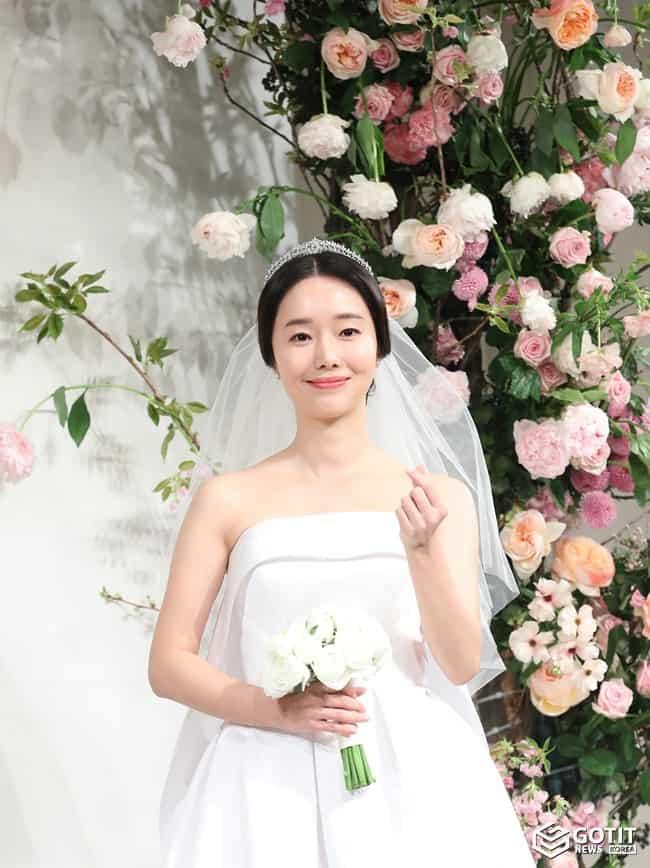 이정현, 꽃보다 예쁜 4월의 신부 ⓒ 갓잇코리아