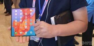 메이트X, 가장 빠른 5G 폴더블폰