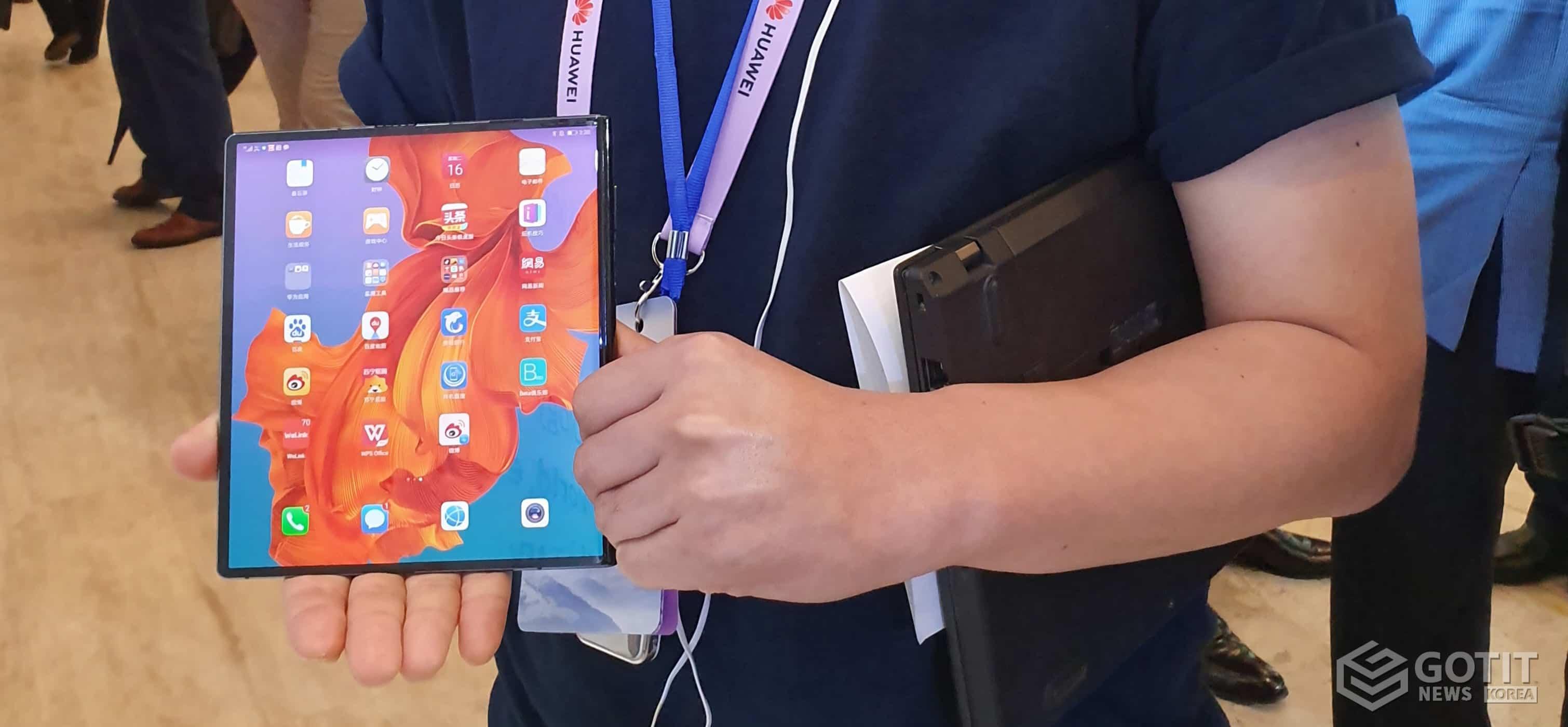 """메이트X, 가장 빠른 5G 폴더블폰"""" 화웨이 첫 5G폰 7월 출시"""