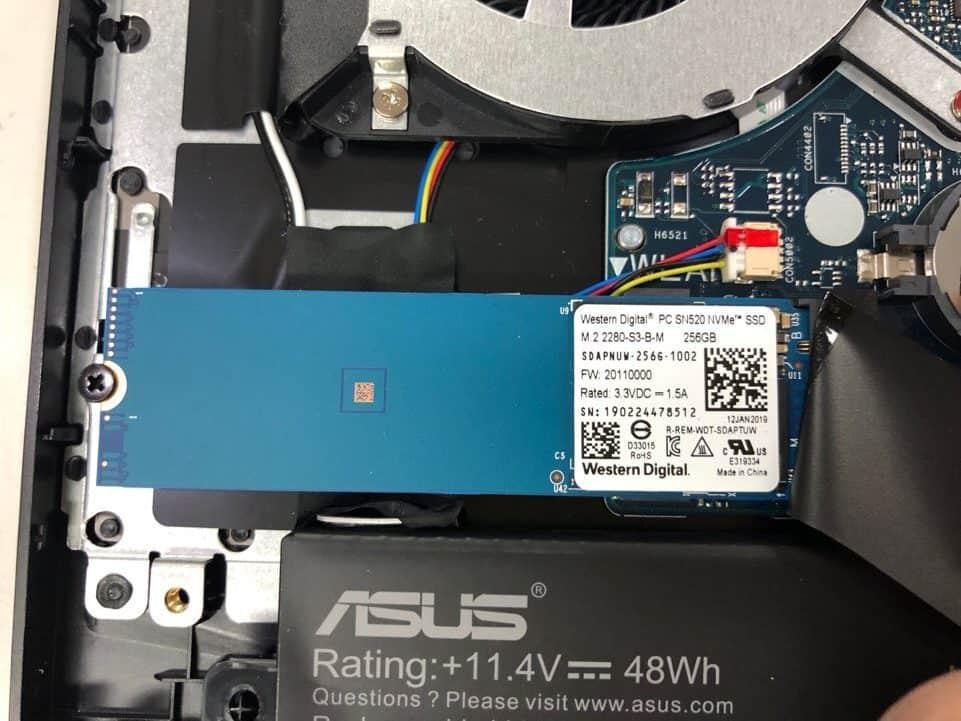 ▲Nvme SSD 탑재 된 모습 빠른 읽기 속도와 쓰기를 자랑한다.