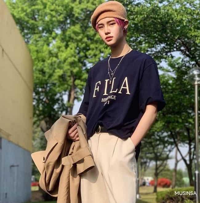 휠라(FILA)의 '헤리티지 세리프 로고 루즈핏' 반팔 티셔츠(사진제공 무신사) ⓒ 갓잇코리아