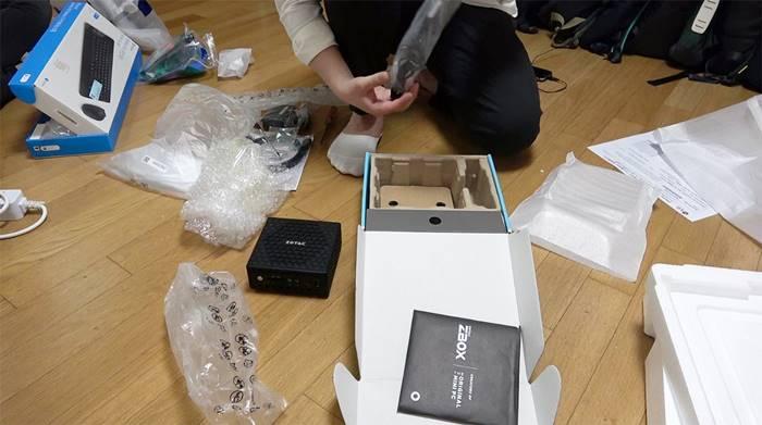 간단히 설치할 수 있는 조텍 ZBOX 미니PC ⓒ 갓잇코리아