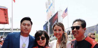 류현진이 레드카펫에서 어머니, 아내 배지현, 아버지와 함께 포즈를 취했다 ⓒ 사진제공 - 다저스 / 갓잇코리아