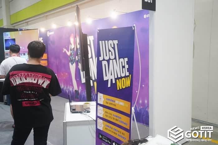 코믹콘 현장에서도 유비소프트의 저스트 댄스 체험존이 마련되었다 ⓒ 갓잇코리아