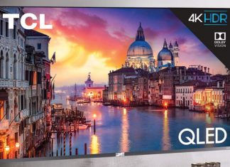 LG전자 직원이 8K TV 제품들의 해상도 차이를 설명했다 ⓒ 갓잇코리아
