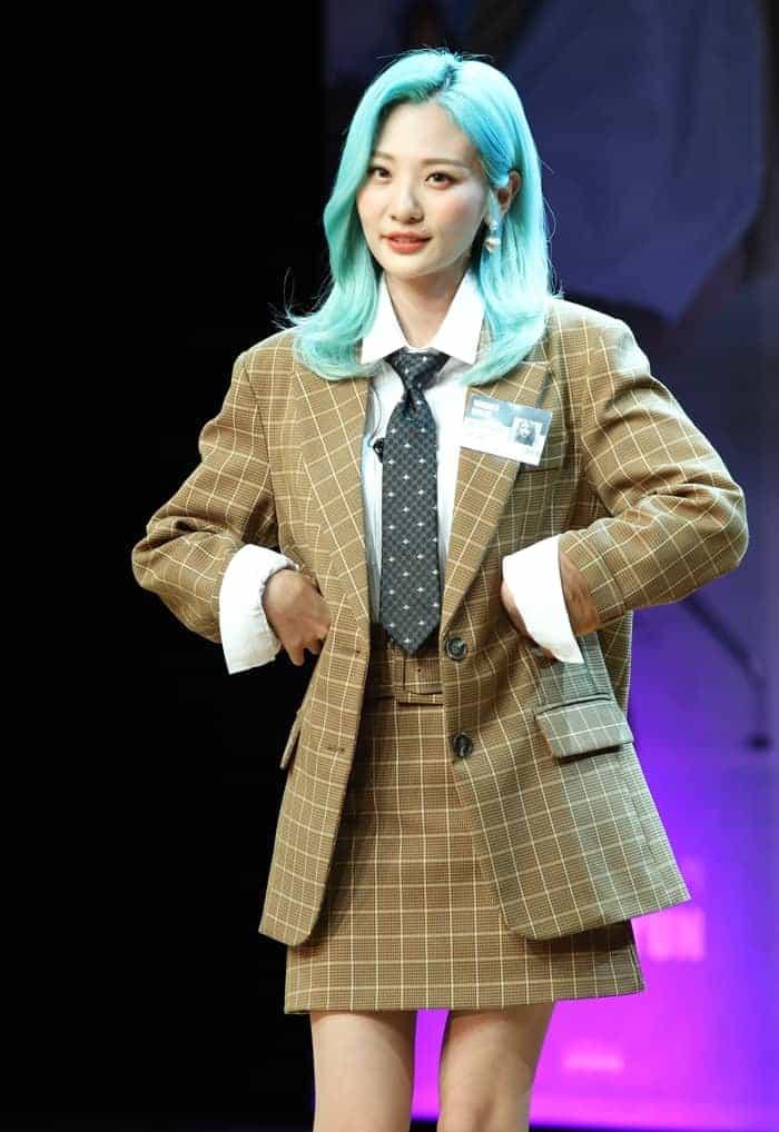 볼빨간사춘기 안지영 쇼케이스에서 재킷 패션 선보여 ⓒ 갓잇코리아