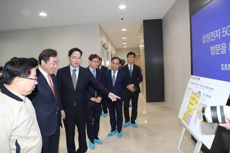 이재용 삼성전자 부회장이 지난해 5G 장비 생산현장을 방문했다 ⓒ 갓잇코리아