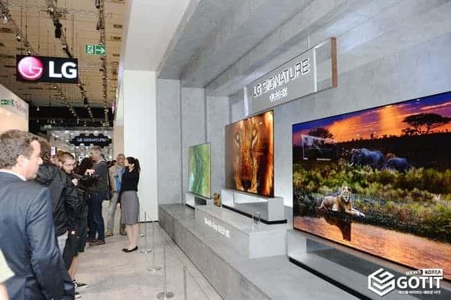 [IFA 2019] 다시한번 주도권 싸움...베를린서 벌어진 '8K TV 전쟁' 삼성은 '무대응'