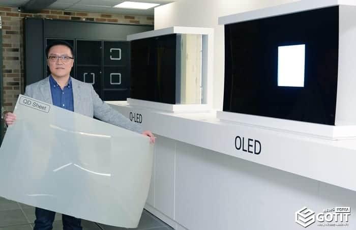 LG전자는 기술설명회에서 QLED TV를 분해한뒤 퀀텀닷 필름까지 공개했다