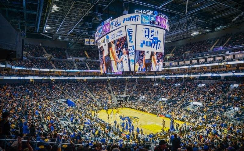 미국프로농구(NBA)의 골든스테이트워리어스의 새 홈구장 체이스 센터에 설치된 삼성전자 초대형 LED 스크린.(삼성전자 제공) © 갓잇코리아