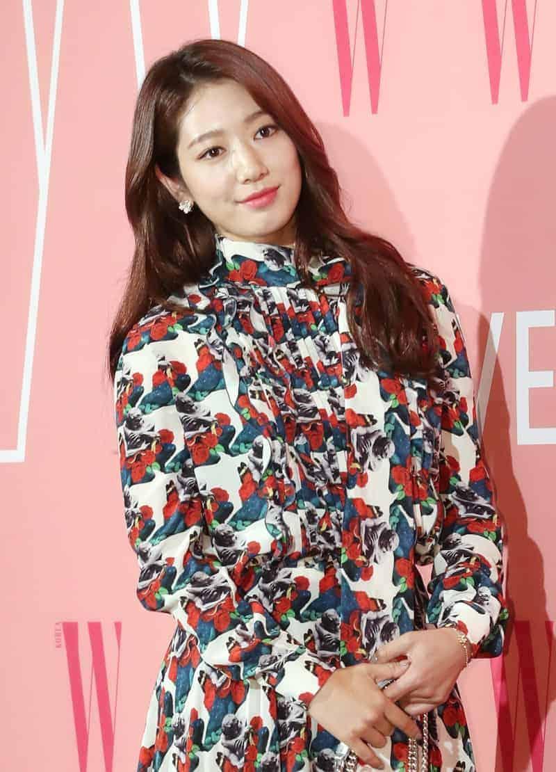박신혜, 꽃 향기 나는 미소 ⓒ 갓잇코리아