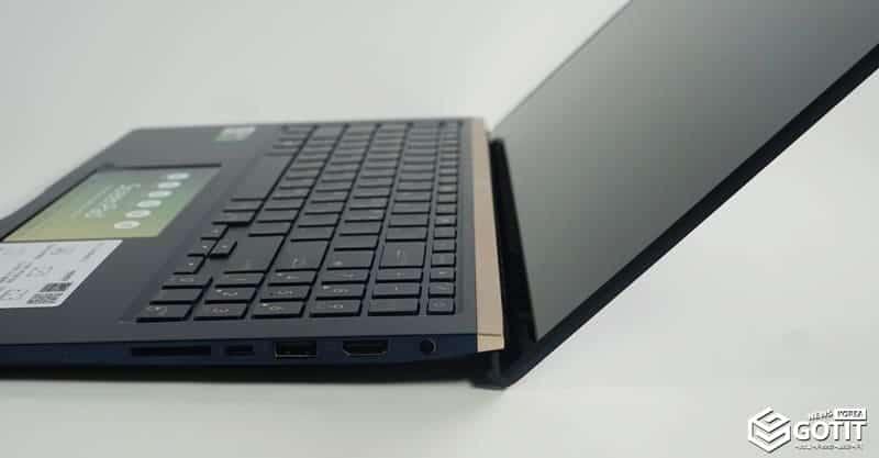 에고르 힌지로 지면과 약 3미터 공간이 생겨 타이핑에 효과적이며, 노트북 온도관리에도 효과적이다