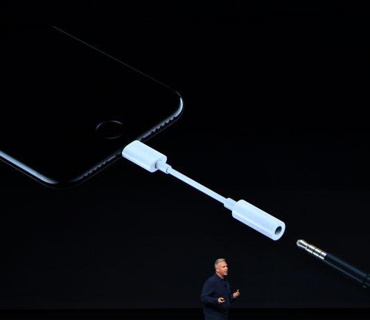 이어폰 단자를 없앤 아이폰 11 ⓒ 갓잇코리아