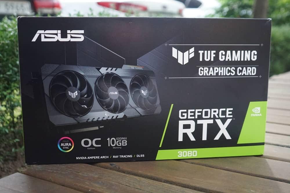 ASUS TUF Gaming RTX 3080! 고급스러운 패키징을 확인할 수 있다