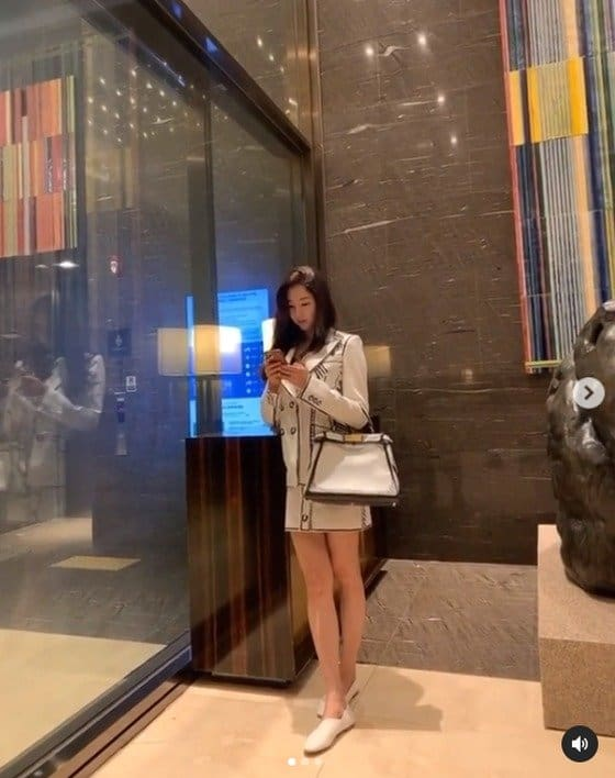 [★해시태그]김사랑, 173cm 각선미...42세 믿기 어려운 미모