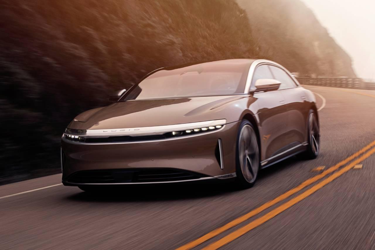 첫 프리미엄 세단 루시드 에어, 테슬라 모델 S와 가격 경쟁 가능할까?