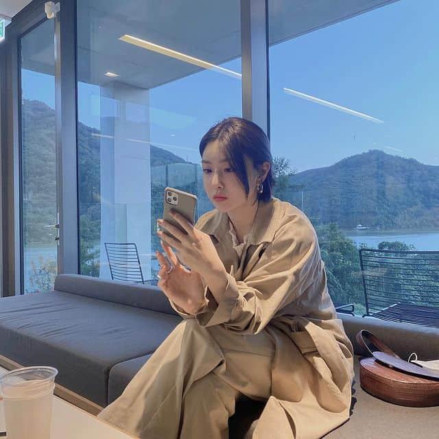 오버핏으로 청순함 가득 - 유나 인스타그램 출처