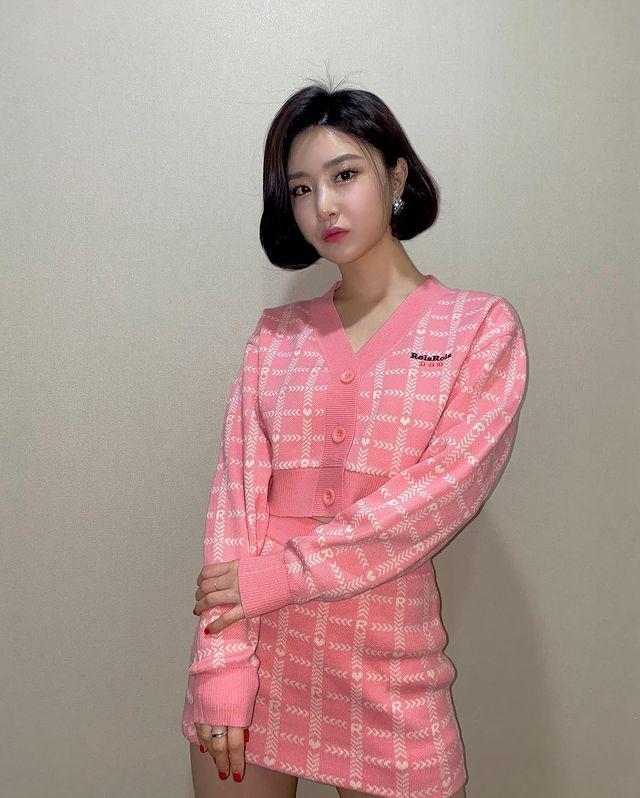 청순한 패션도 완벽 어울리는 유나 - 유나 인스타그램 출처