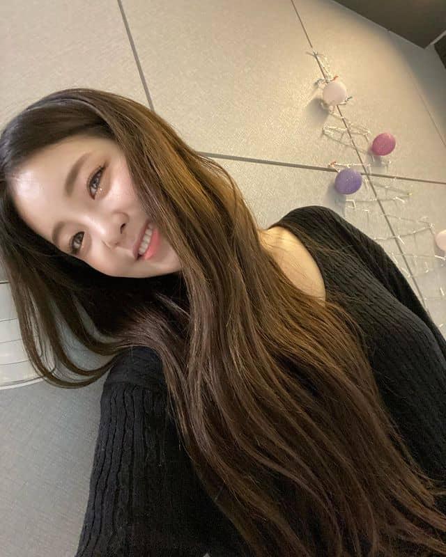 편안한 꾸안꾸 패션을 선호하는 꼬북좌 유정 - 유정 인스타그램 출처