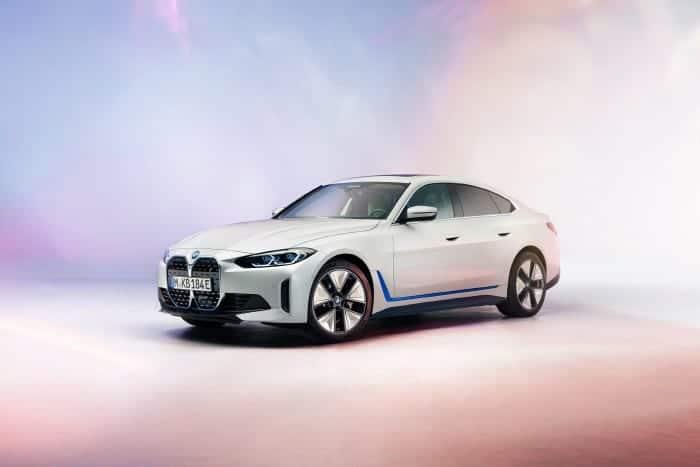 BMW도 빠르게 전기차로 전환을 시도하고 있다
