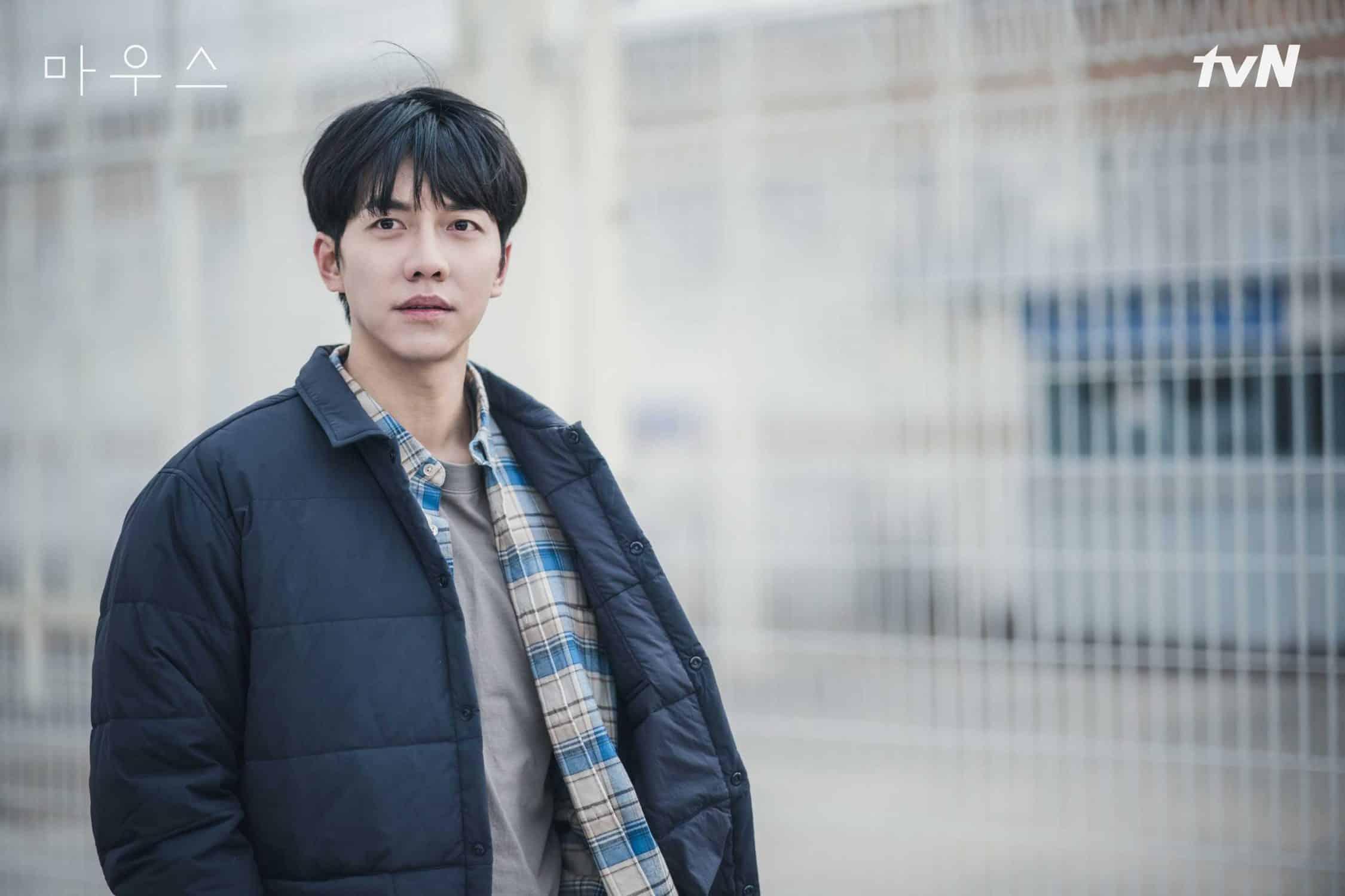초반 순수한 순경으로 표현되던 '이승기' / TVN 마우스 제공