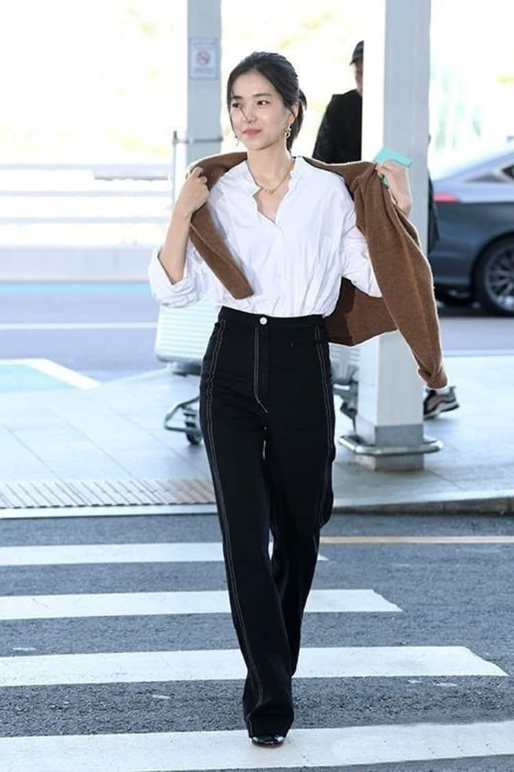 김태리 셔츠를 활용한 레이어드 패션