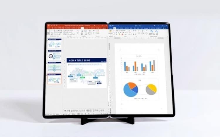 17형 제품으로 휴대성을 높이면서 PC 모니터 대화면을 즐길 수 있다