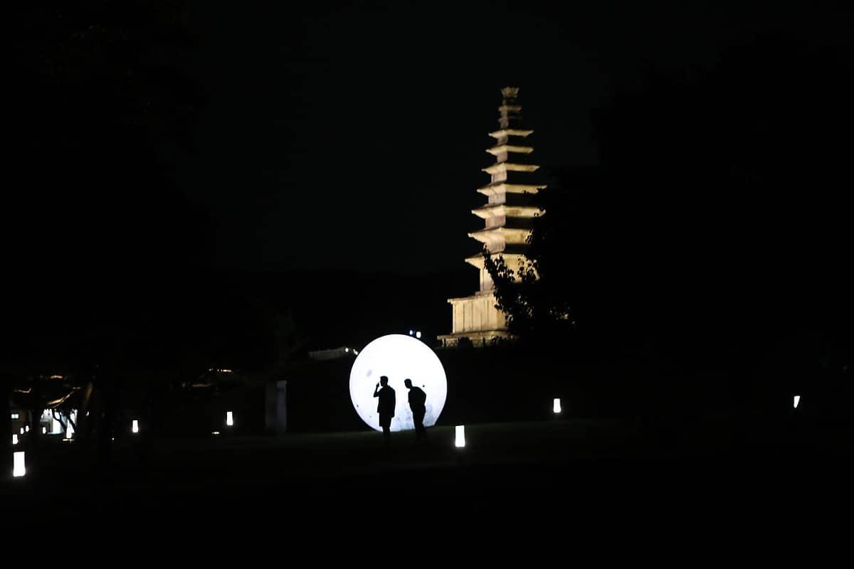 손예진을 보호하기 위해 남한에 내려온 현빈이 손예진과 다시 만난 장소는 충주