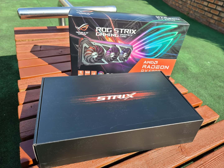 패키징 안박스에도 STRIX가 디자인 되어 있다