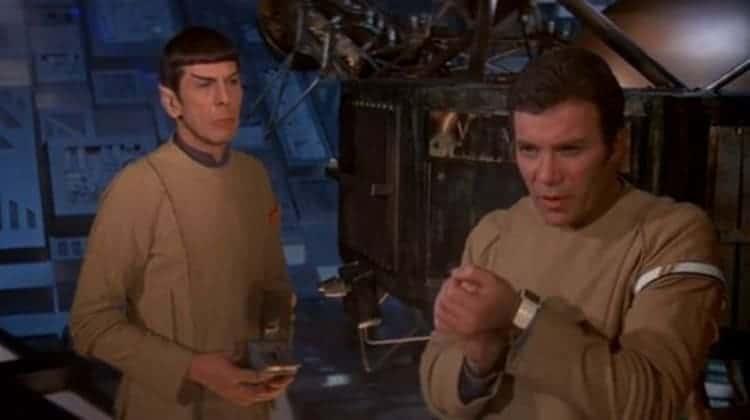 1979년 개봉한 SF 영화 '스타트렉'의 등장인물이 손목시계로 통화를 하고 있기도 했죠!