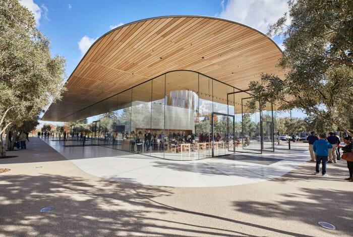 탄소 섬유 지붕은 떠있는 것처럼 보이는 독특한 구조이며 전체가 통유리로 되어 있다