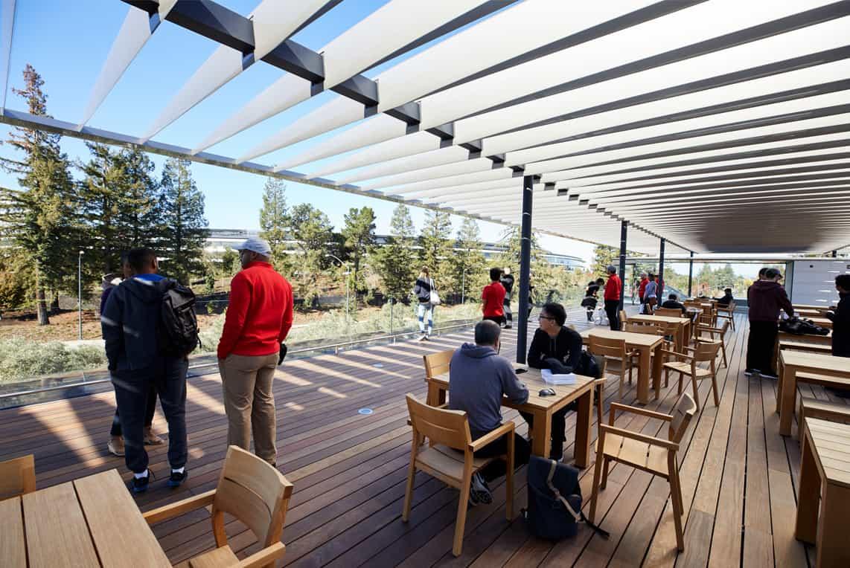 투숙객은 옥상 테라스로 올라가 본관과 경내의 아름다운 전망을 감상 할 수 있다