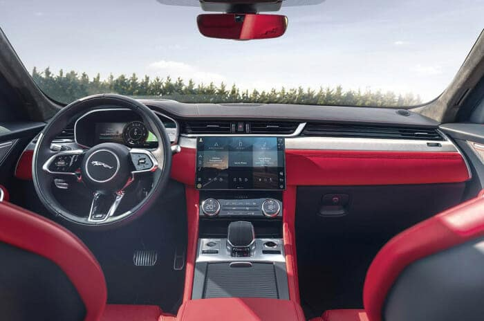 LG전자 인포테인먼트 시스템이 탑재된 재규어 F-PACE의 차량 내부 모습 ⓒ LG전자 제공
