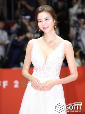 김규리, 우아한 미소